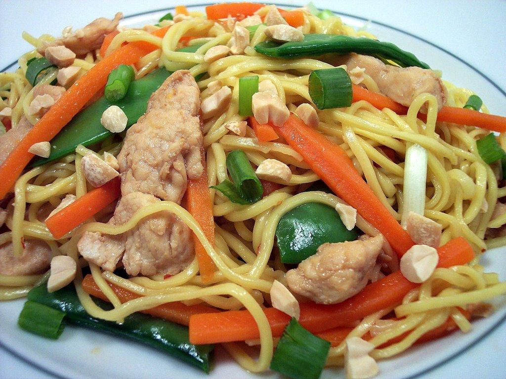 Chicken Peanut Chow Mein